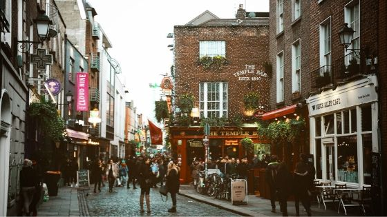 Street shot of Dublin and Temple Bar