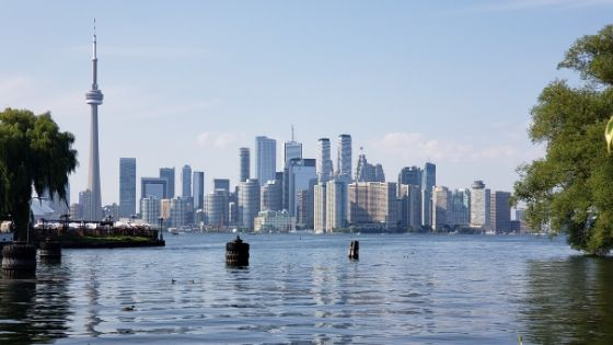 View over the water of Toronto and CN Tower